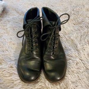 Super cute black leather Steve Madden booties
